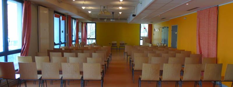 salle pouvant accueillir jusqu'à 130 personnes
